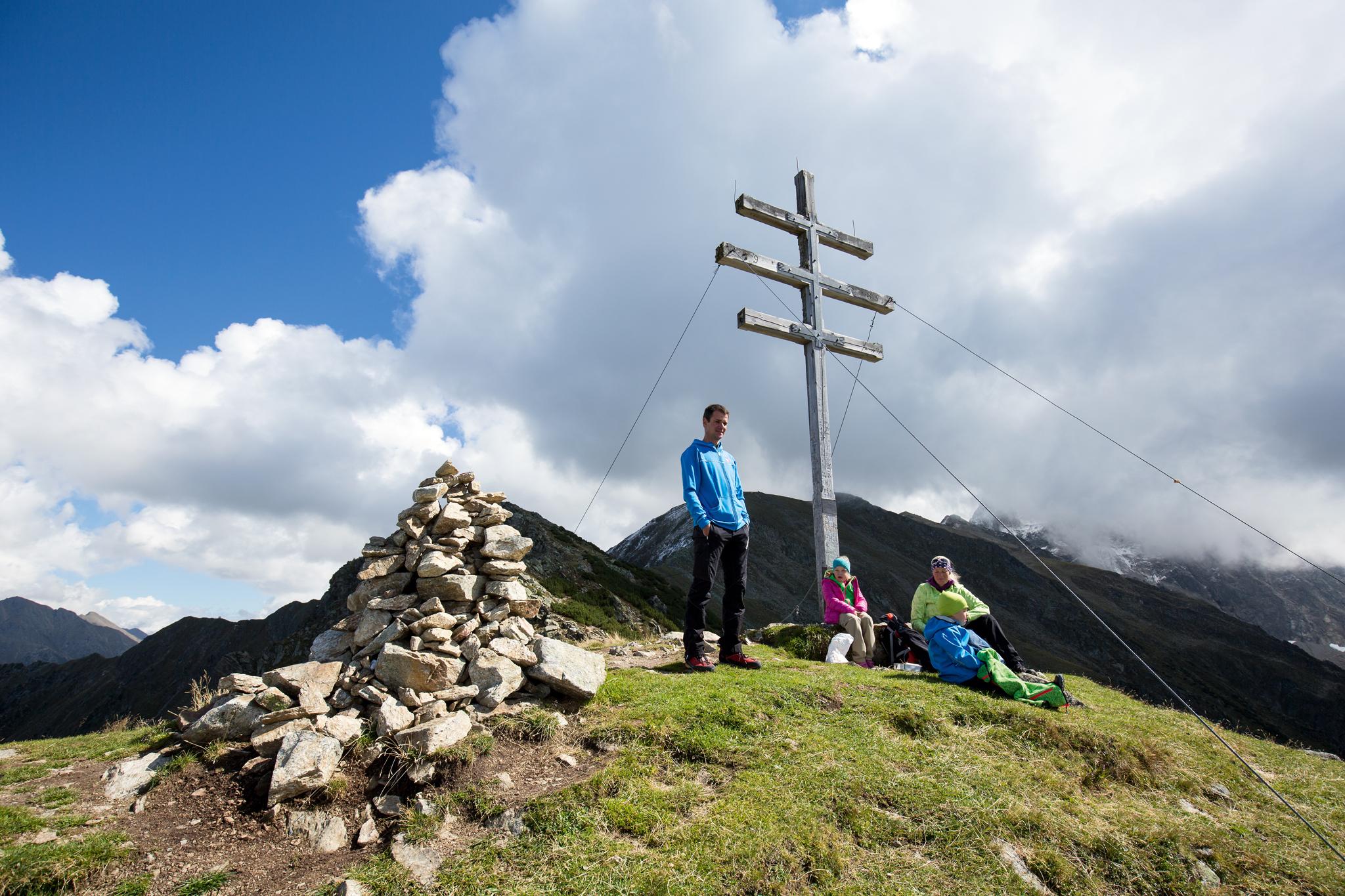 Ein ungewöhnliches Gipfelkreuz schmückt den höchsten Punkt der Roßköpfe © Bernd Ritschel