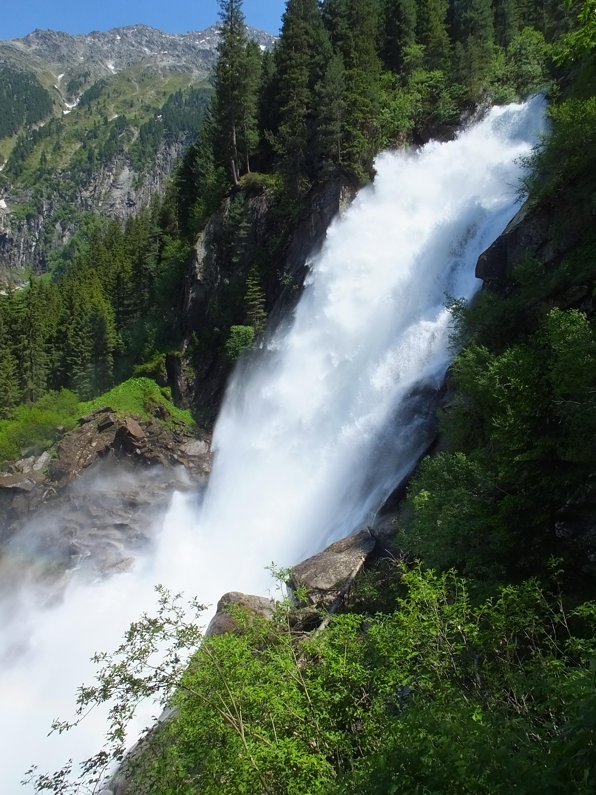 Mit einer Fallhöhe von 380 m zählen die Krimmler Wasserfälle zu den eindruckvollsten Naturschauspielen der Welt © Hotel Gassner