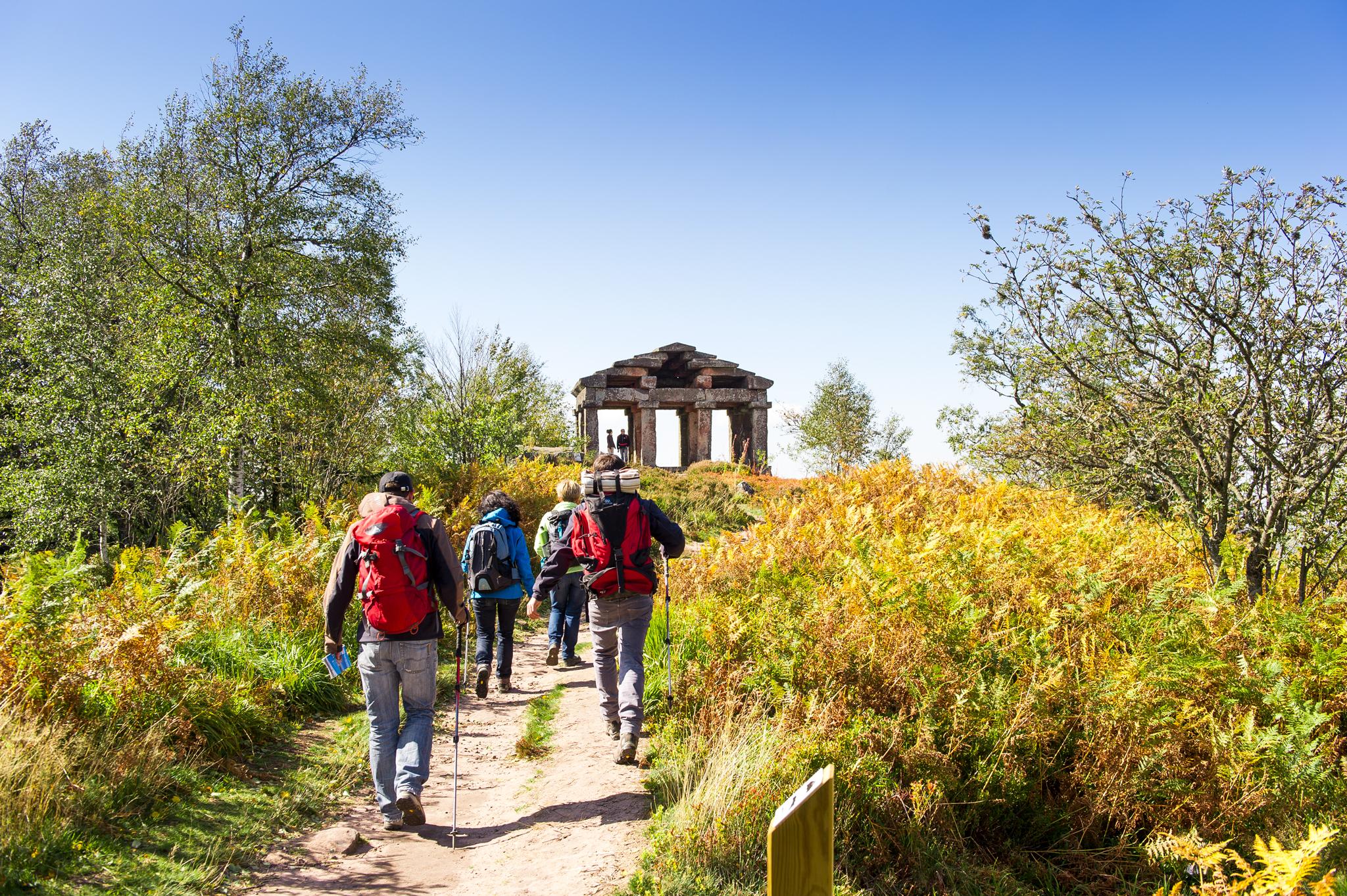 Den Donon, auch heiliger Berg genannt, kann man dank einem Entdeckungspfad erreichen © INFRA, Massif des Vosges