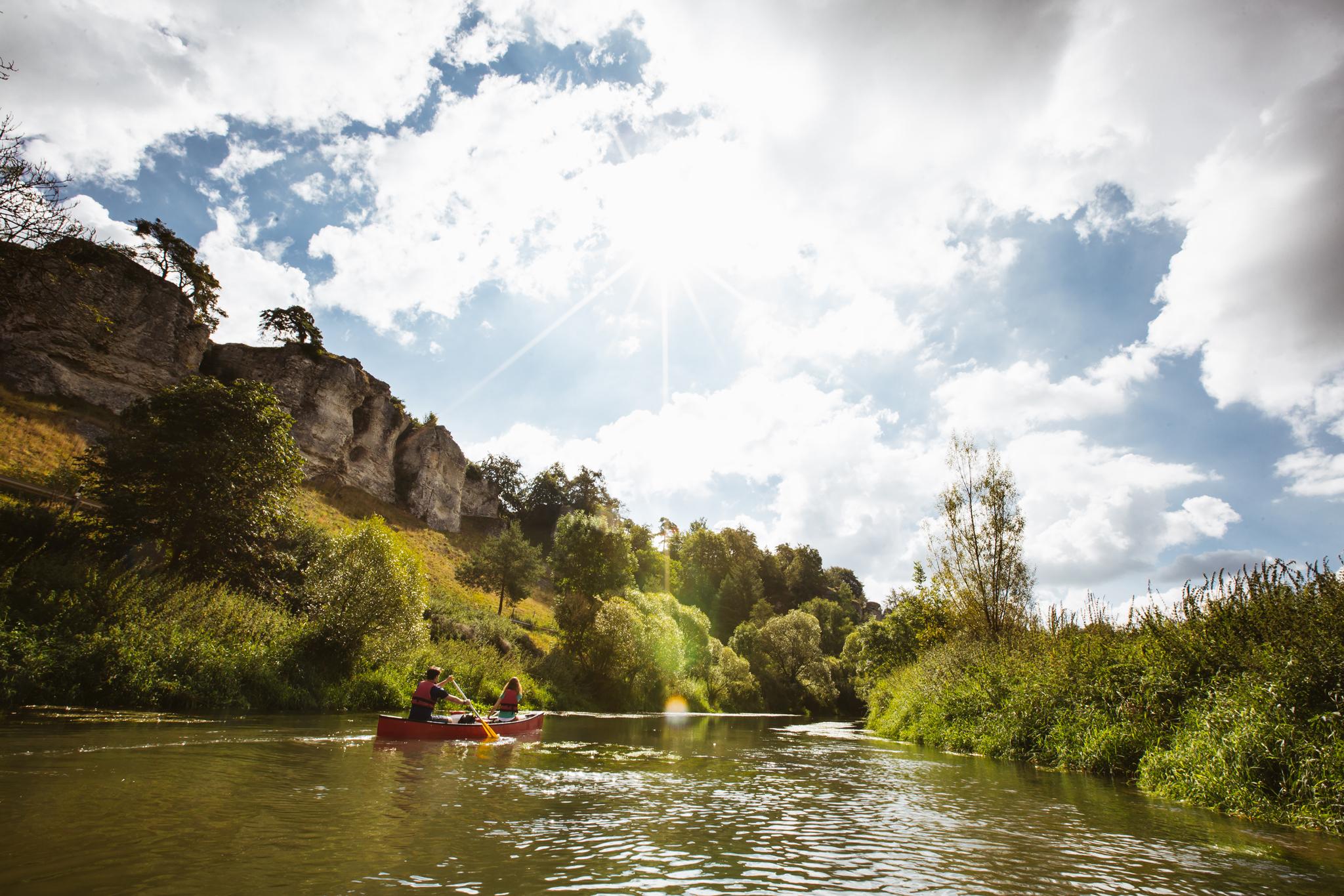 Die geringe Fließgeschwindigkeit der Altmühl macht sie bei Paddlern besonders beliebt © Tourismusverband Naturpark Altmühl, Sebastian Stiphout