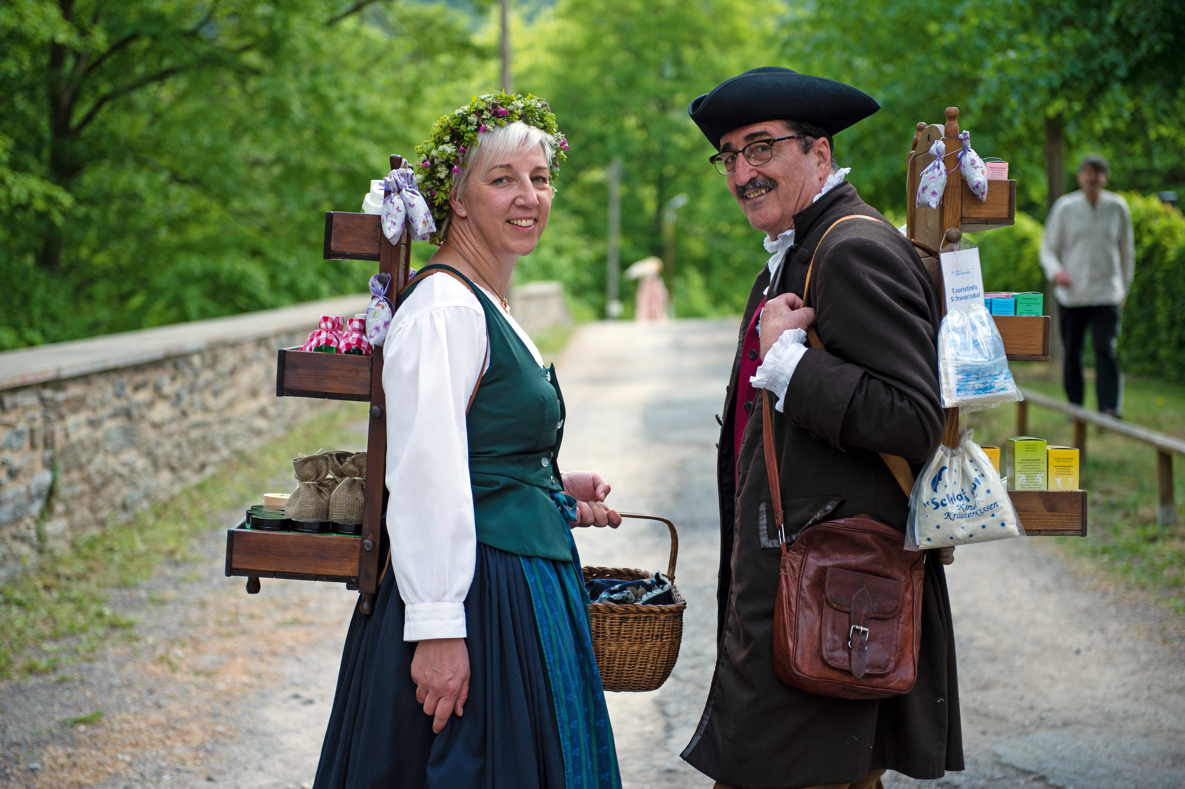 Kräuterfrau Katharina Eichhorn und Buckelapotheker Gerd Eberhardt © Dörte Hagenguth