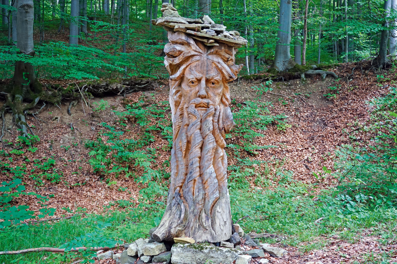 Holzfigur auf dem Rhönpaulus Weg © Thorsten Hoyer