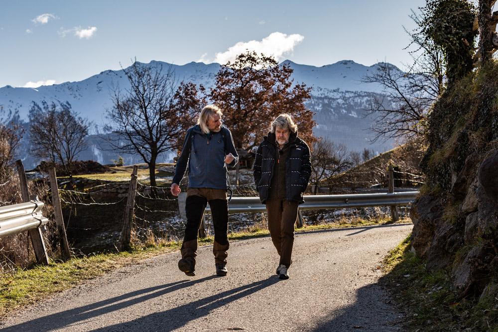 Thorsten Hoyer und Reinhold Messner bei der Interview-Wanderung © Ole Windgaßen