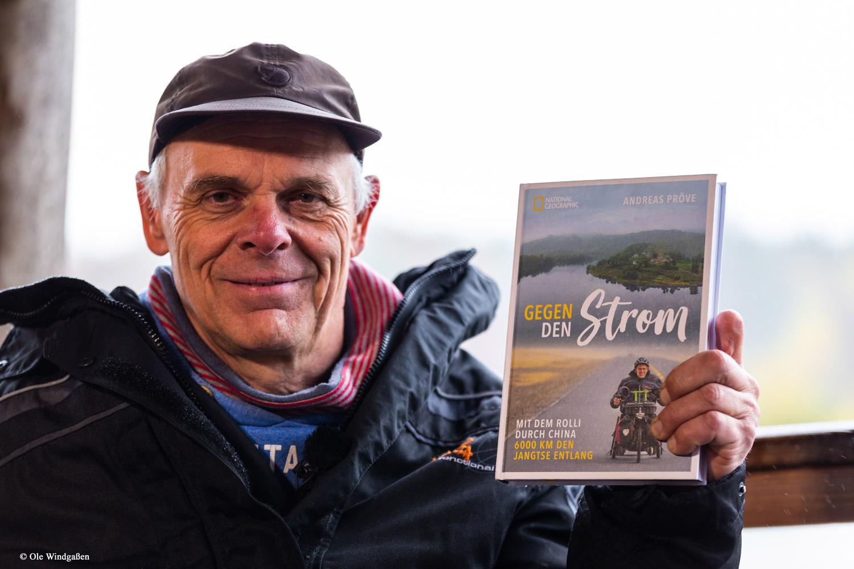 Andreas Pröve verlost eines seiner Bücher an Wandermagazin-Leser, handsigniert. © Ole Windgaßen