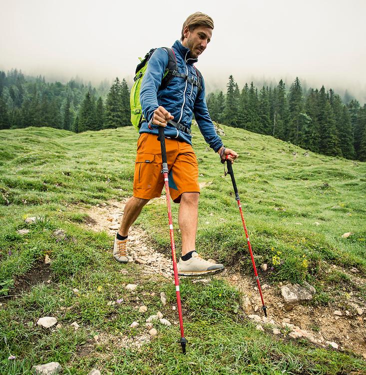 Wandermagazin Tipps zum Stockeinsatz: Hurra, wir gehen am