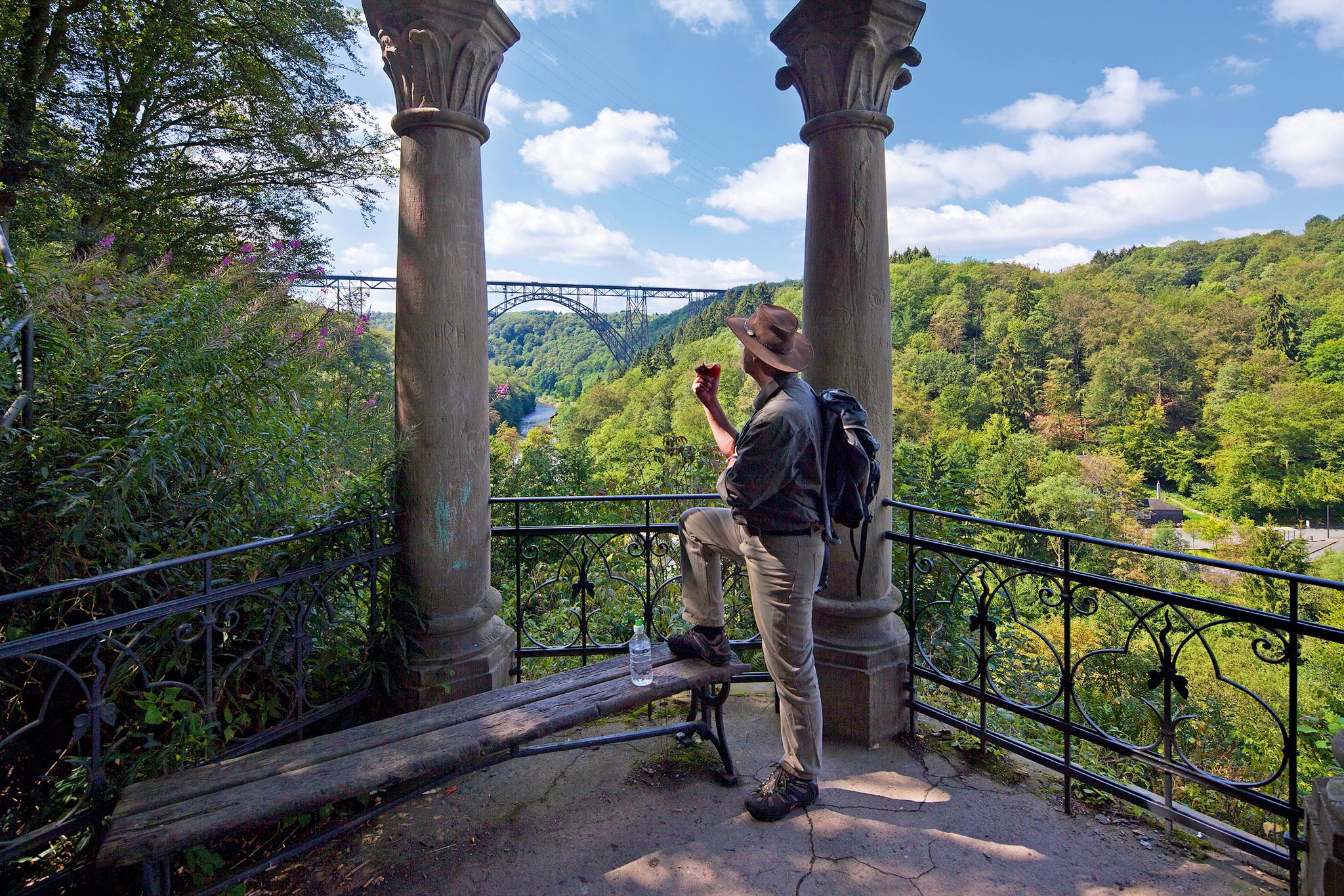 Ausblick vom Dietrichstempel auf die Müngstener Brücke © Carsten Hahn/pixelbunker.de