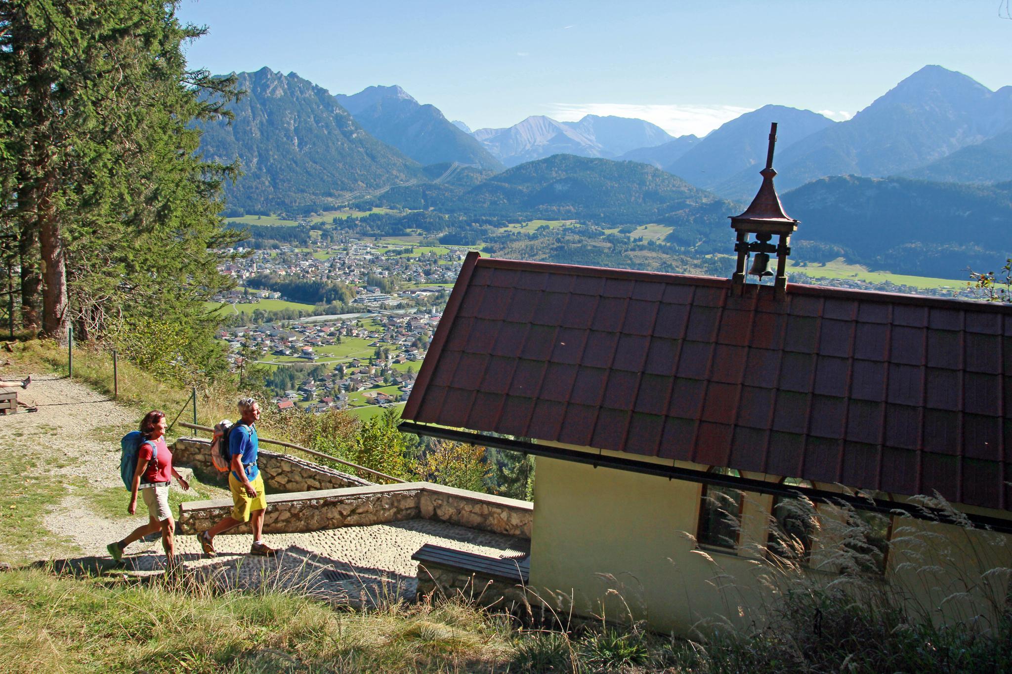 Blick von der Costarieskapelle auf den Talkessel von Reutte © Verein Lechweg