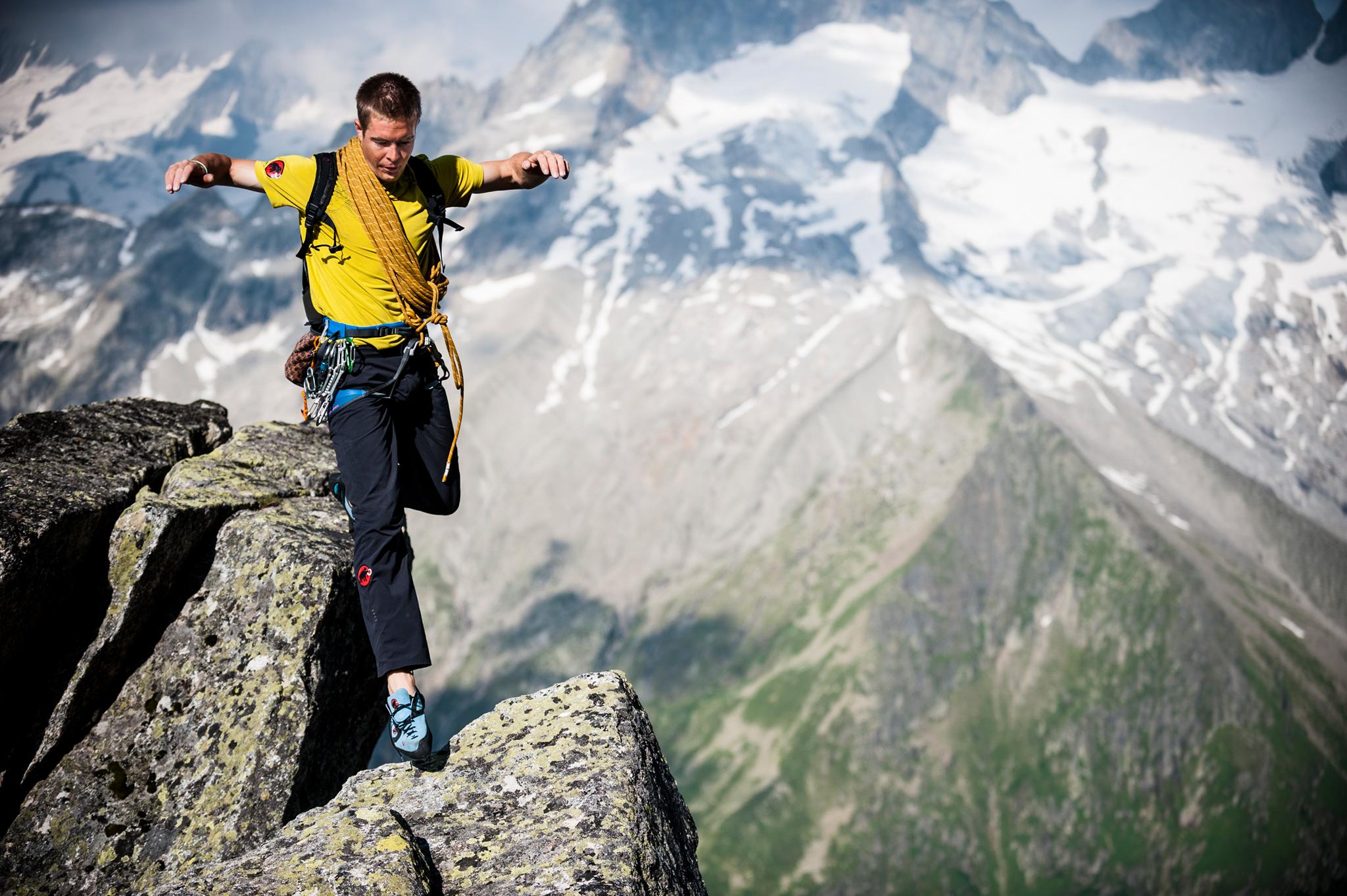 Extrembergsteiger und Speedkletterer Dani Arnold nimmt die Besucher auf seine aufsehenerregenden Routen durch Fels und Eis mit. © Dani Arnold
