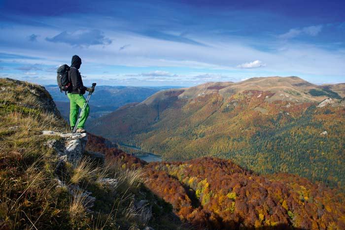 Der Biogradska Gora Nationalpark beherbergt einen der letzten Urwälder Europas. Über den Wäldern thront das bis zu 2.139 Meter hohe Bjelasica-Gebirge © Nationale Tourismusorganisation von Montenegro/Slaven Vilus