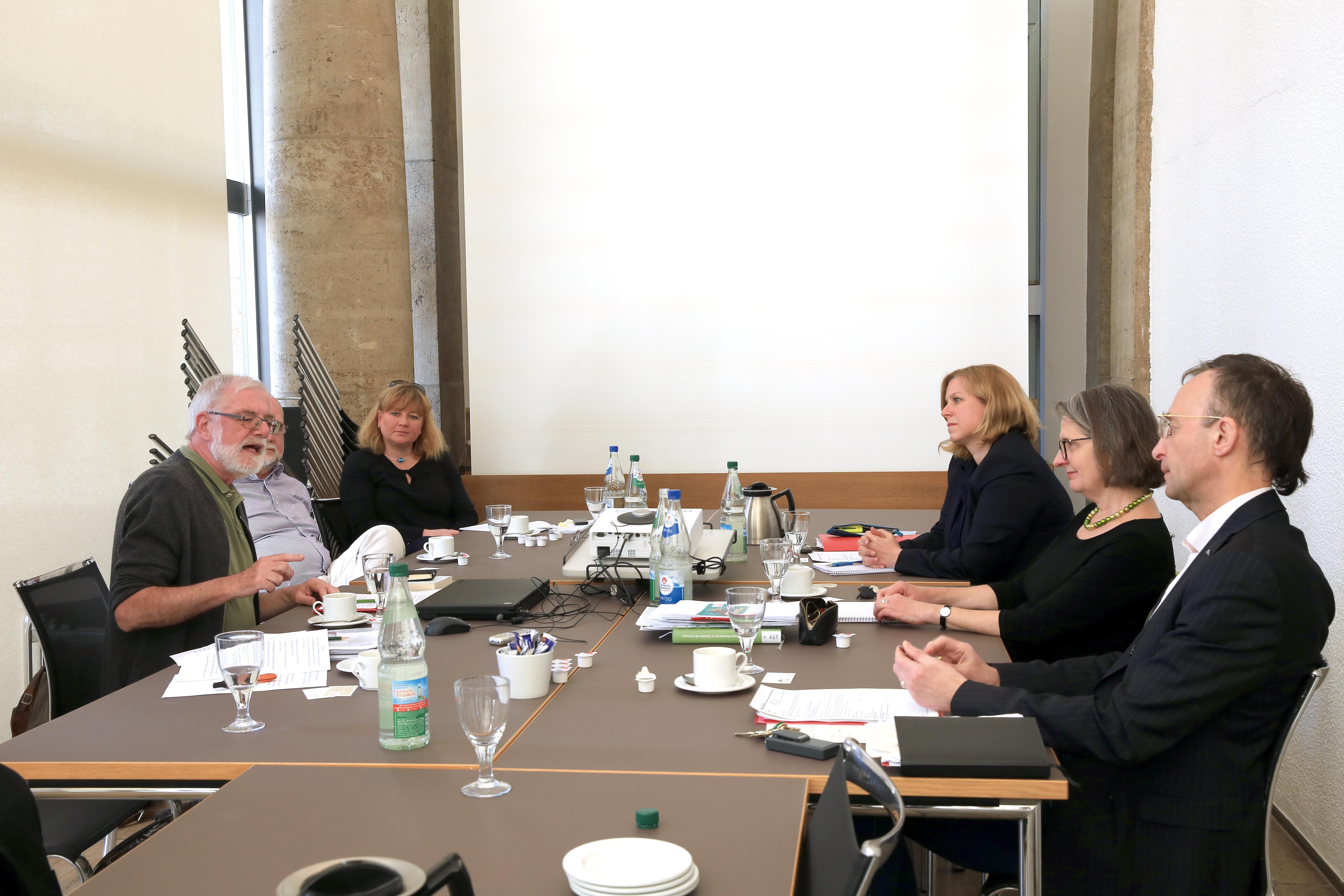 Von links: Ulrich Grober, Dr. Thomas Brehm (verdeckt), Dr. Sonja Misfeldt, Barbara Leven, Dr. Claudia Selheim, Dr. Frank Matthias Kamel © Wandermagazin, M. Sänger