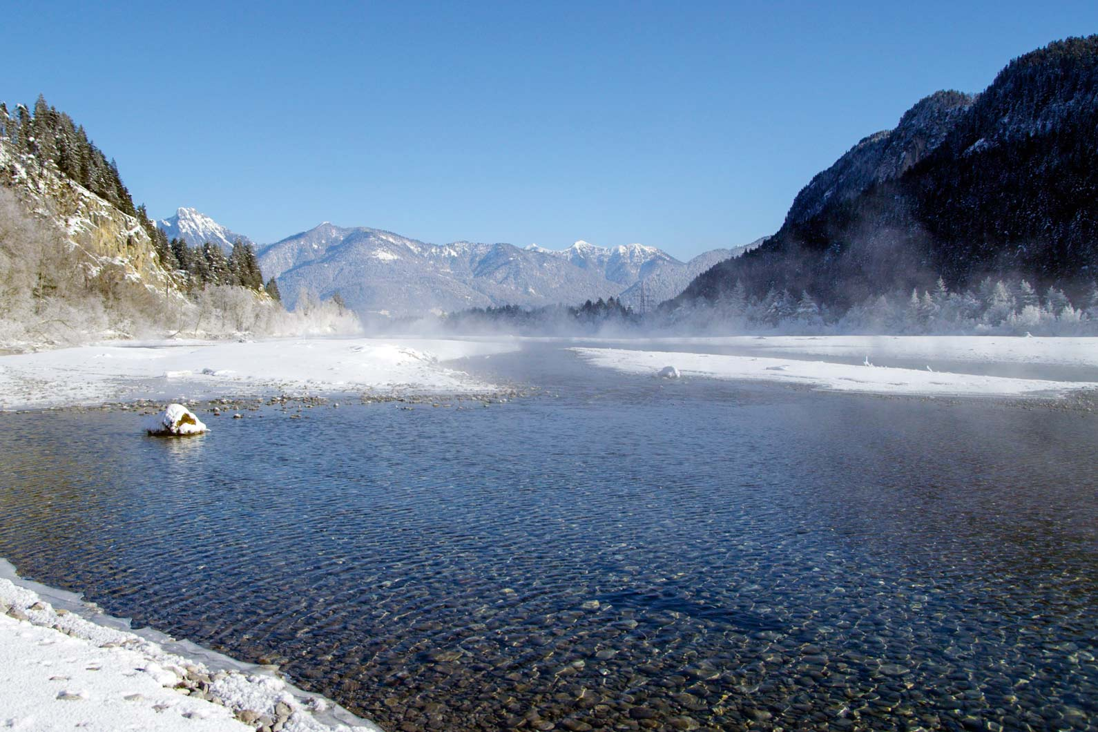 Der Wildfluss Lech im Winter  © Robert Eder