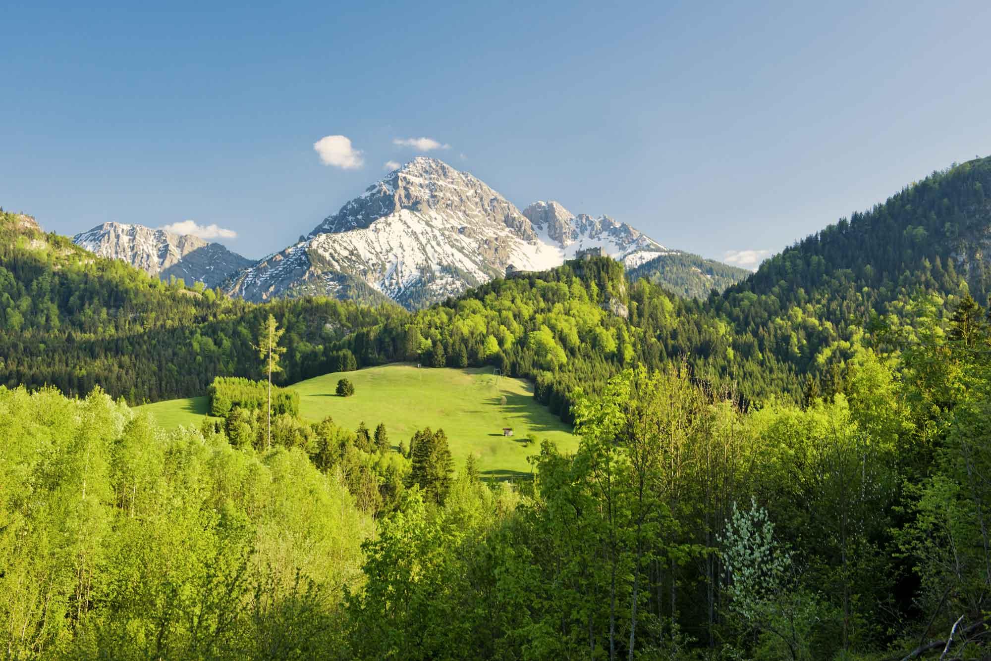 Burgenwelt Ehrenberg mit Thaneller im Frühjahr © Naturparkregion Reutte, Robert Eder