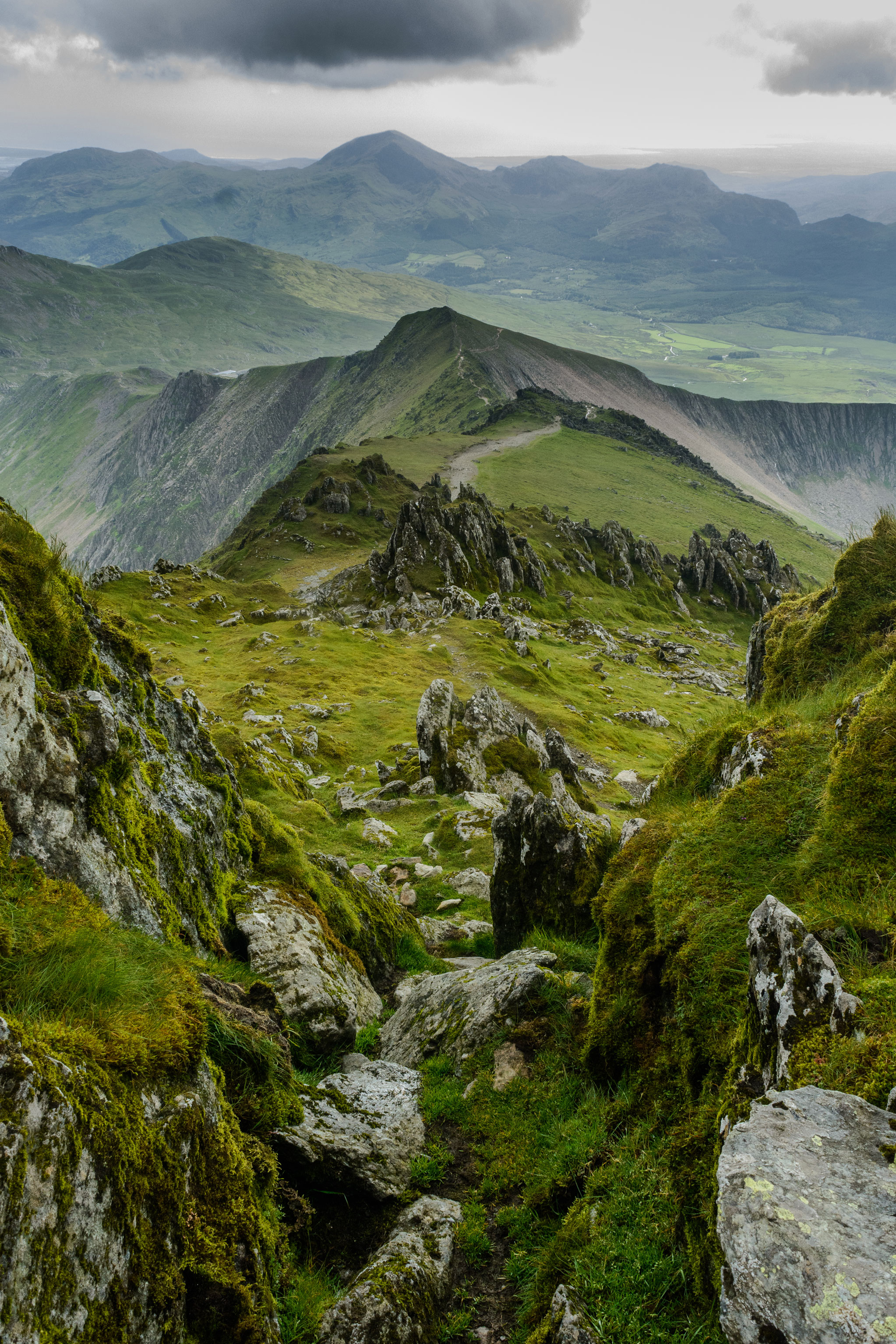 Der Skyline TRail über den Gipfeln von Snowdonia in Wales auf Seite 177 © Jamie Robinson/500px