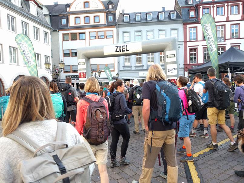 ... dann startet der Wandermarathon in der Altstadt von Koblenz. © Ricarda Große