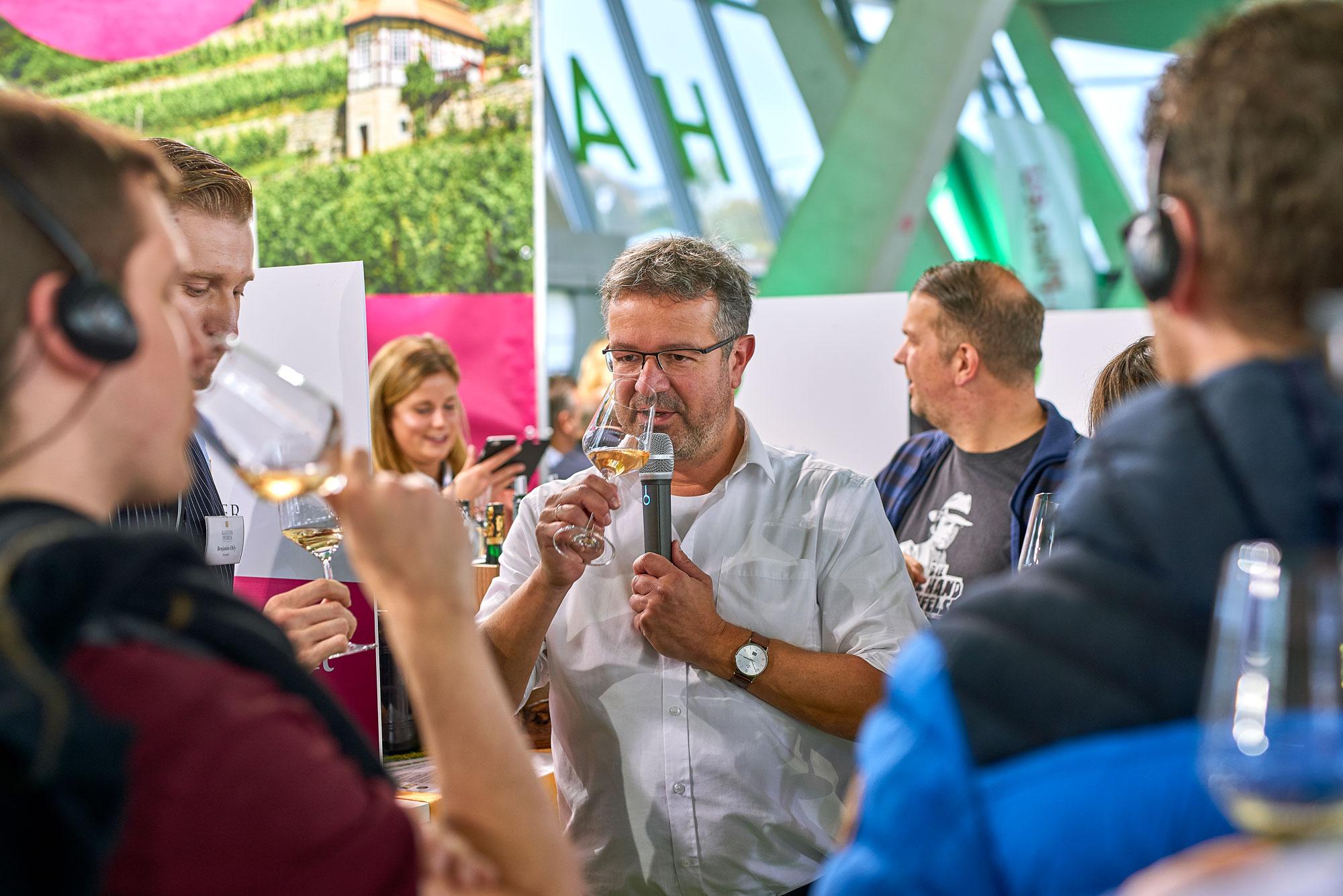 RegioWalk mit Manuel Andrack © Deutsches Weininstitut (DWI)