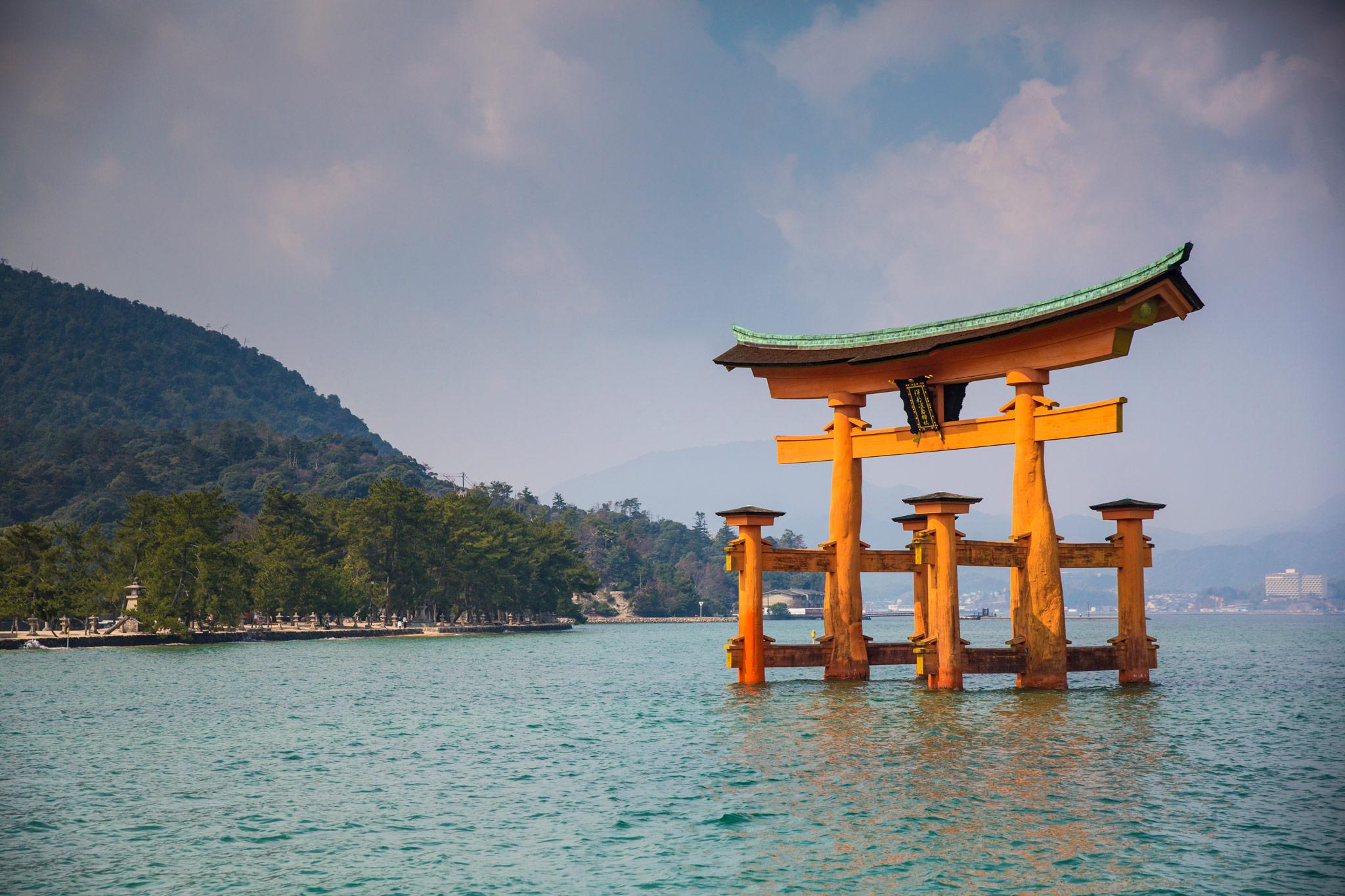 Das Wasser-Torii in der Bucht von Miyajima © G Adventures