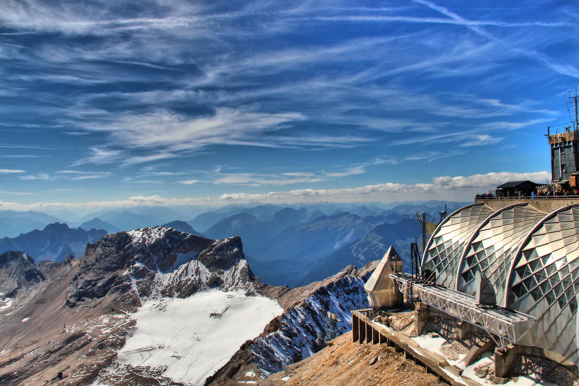 Der Schneeferner an der Zugspitze mit Skiliften © Pixabay