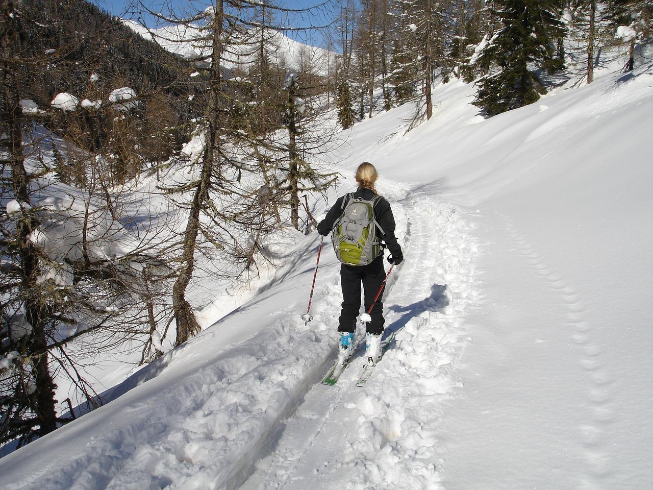 Unterwegs auf Skiern © pixabay