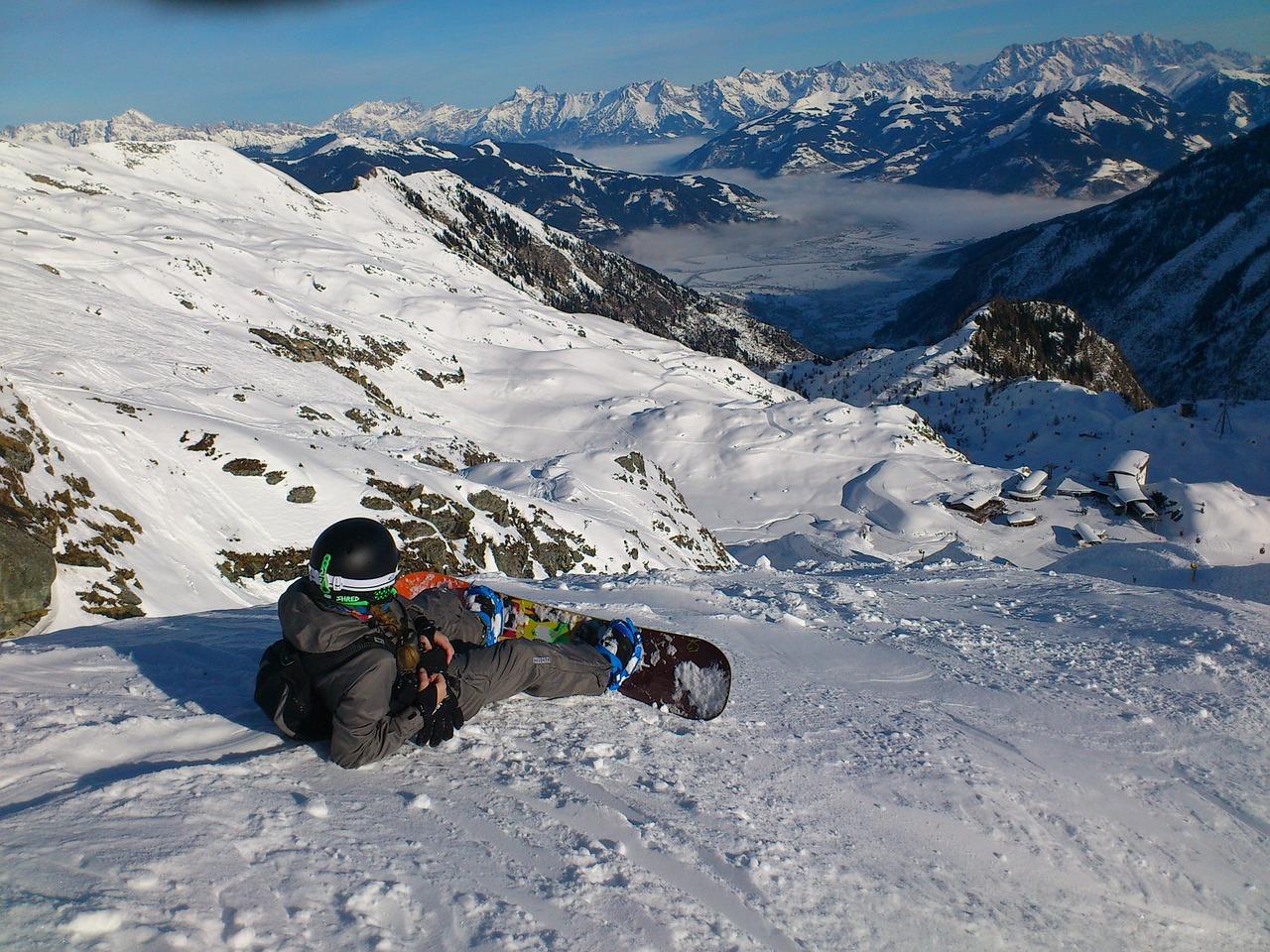 Mit dem Snowboard auf den Pisten © pixabay