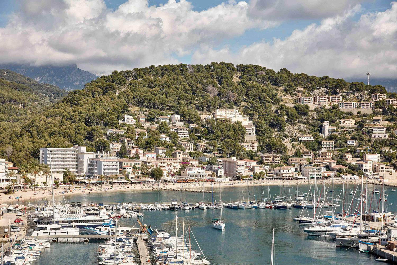 Blick auf den Hafen © bikinihotel Port de Sóller