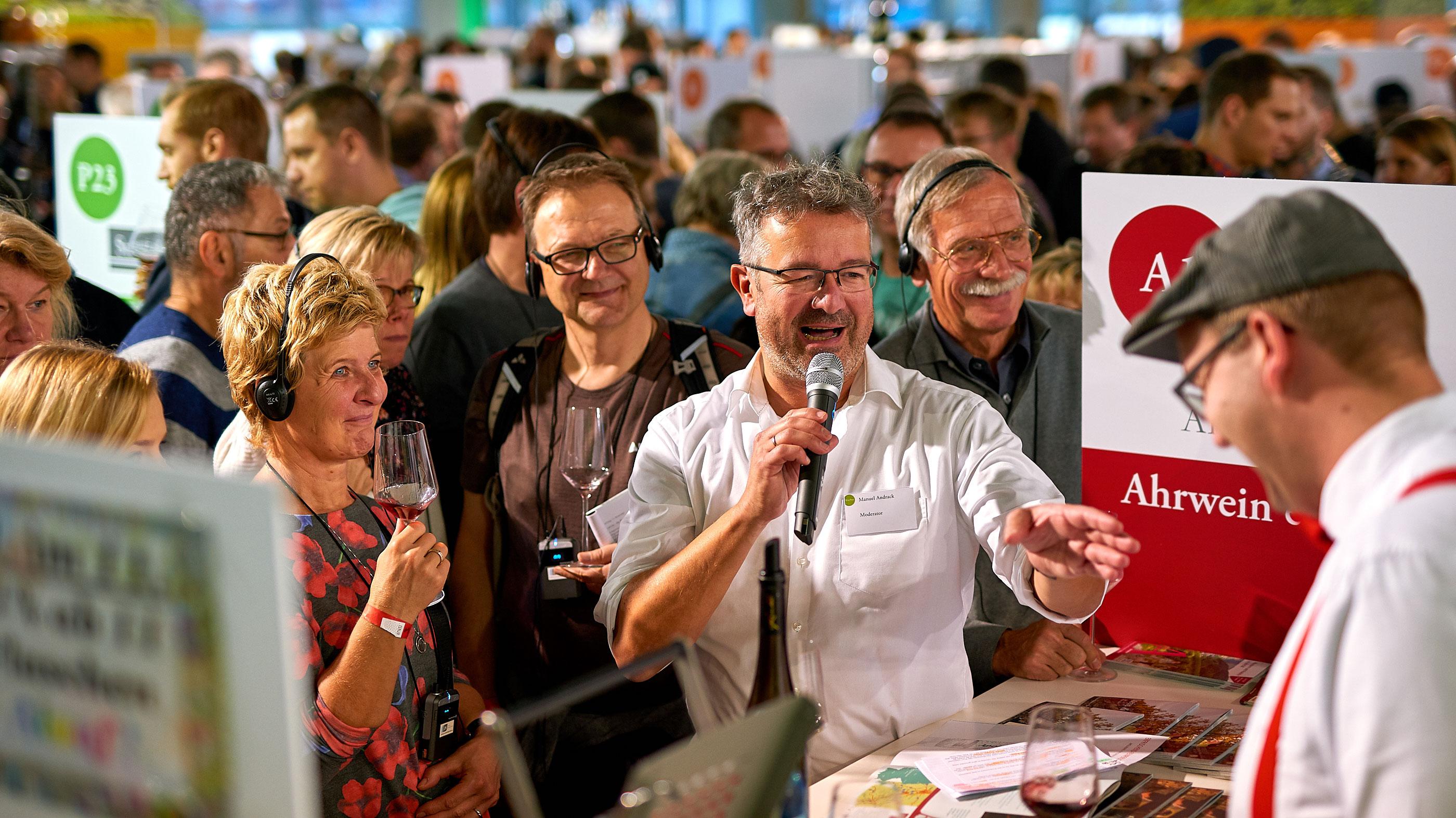 Wanderexperte Manuel Andrack auf der WeinTour © Deutsches Weininstitut (DWI)