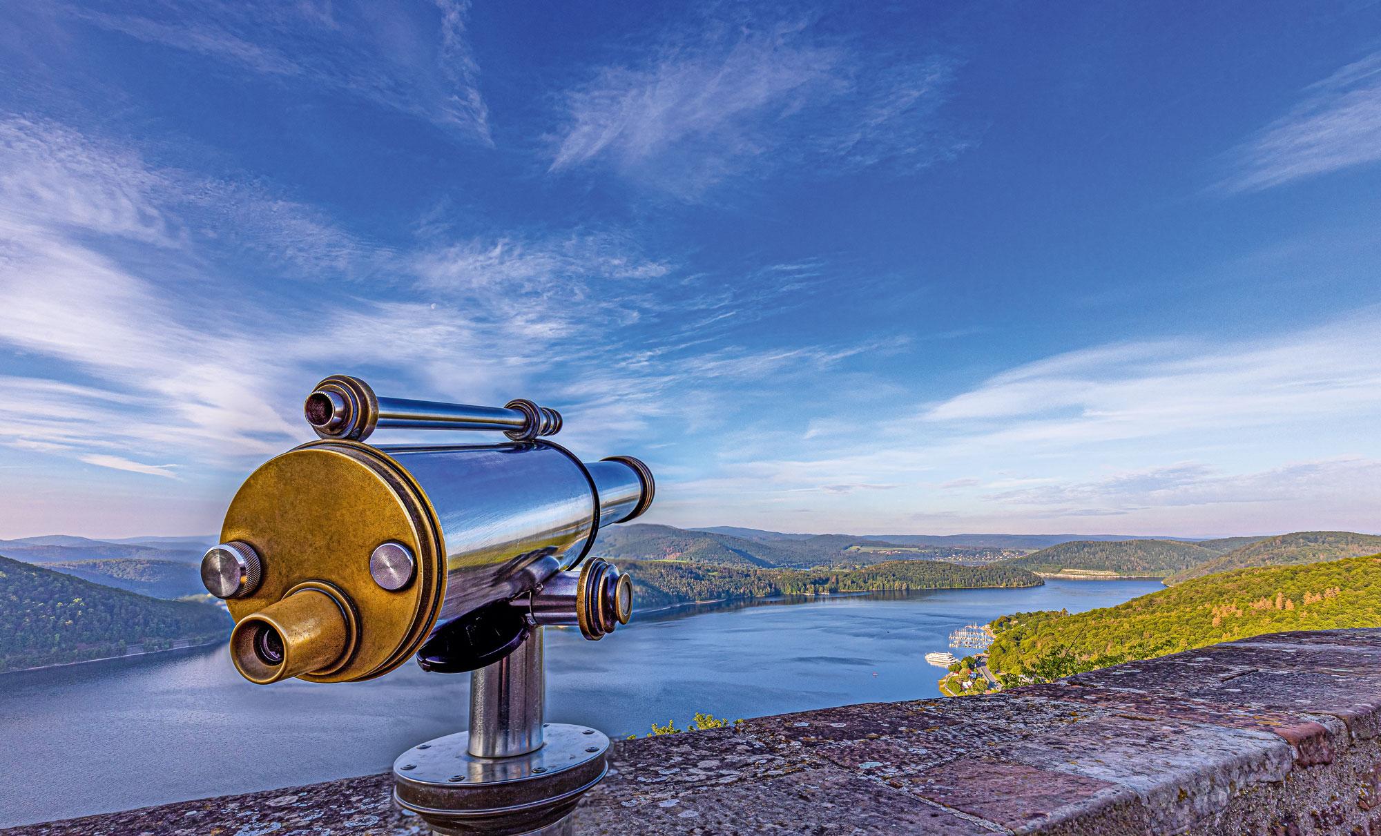 Durch das Fernrohr betrachtet,scheint die gesamte Region zum Greifen nah © Heinrich Kowalski