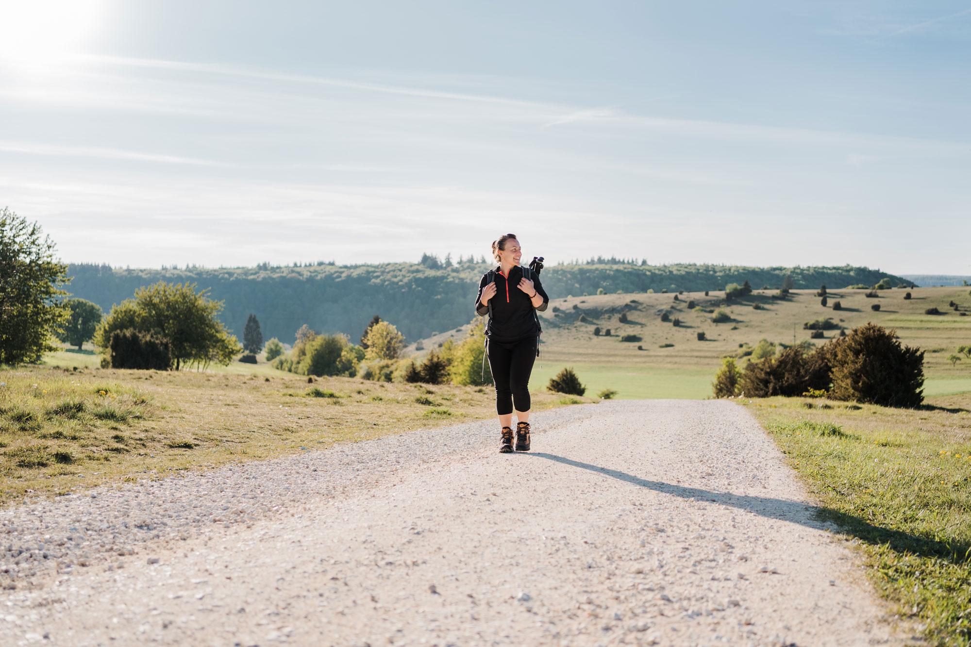 Wander-Coach Anja Buntz im Eselsburger Tal auf der Schwäbischen Alb © Schokoladenseite by Anna Mardo