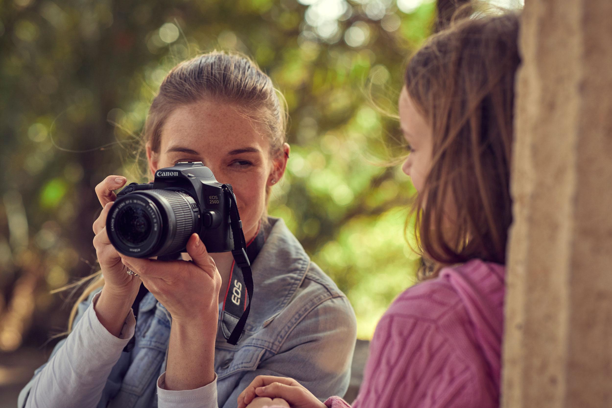 Auf in die Natur und besondere Landschaften und Eindrücke mit der Kamera festhalten, z. B. mit der EOS 250D  © Canon