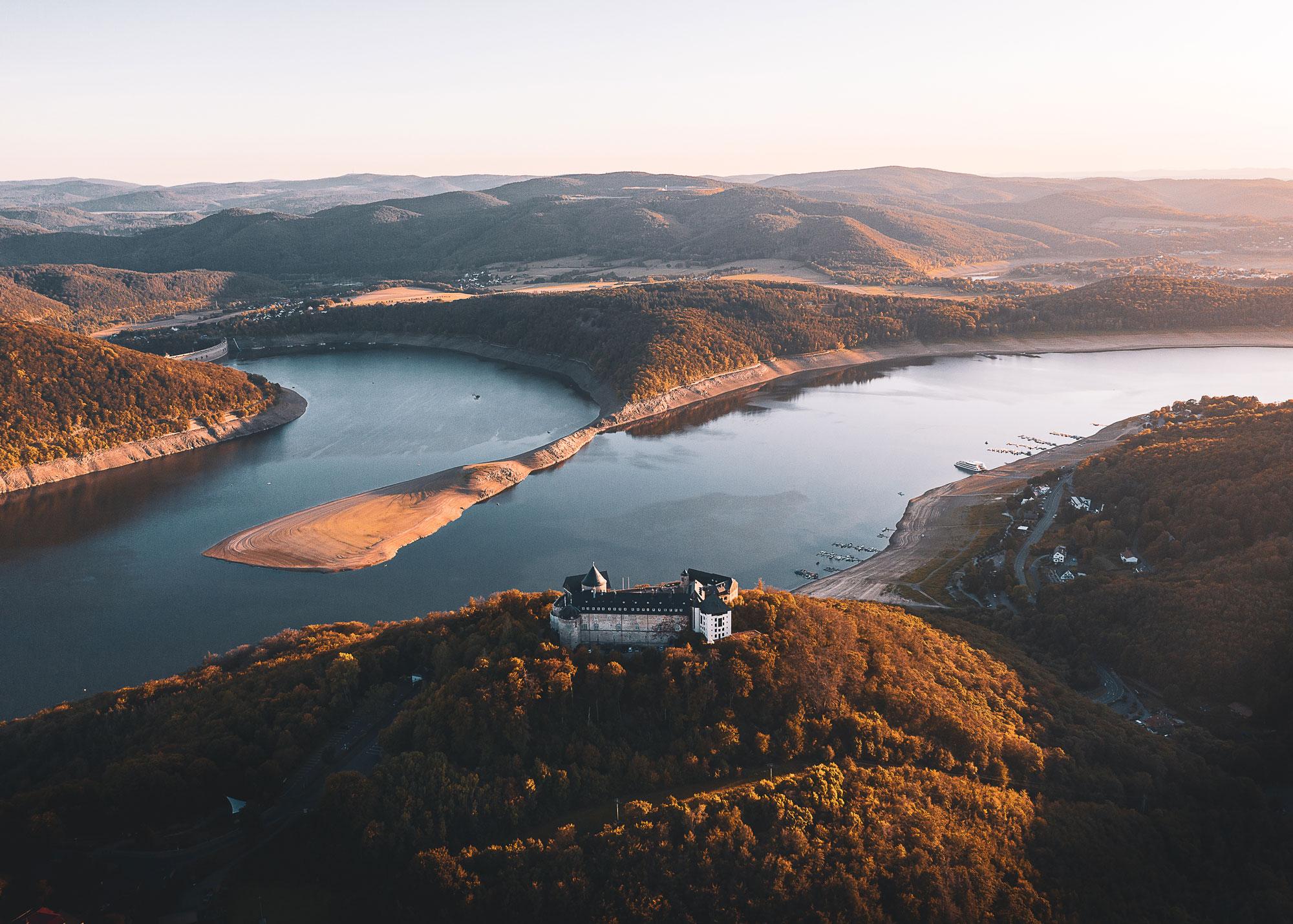 Blick über den Edersee und Naturpark © Arnold Maisner