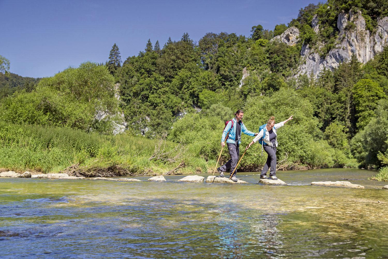 Mit oder ohne Trittsteinen die Donau überqueren © Donaubergland Gmbh, Thomas Bichler