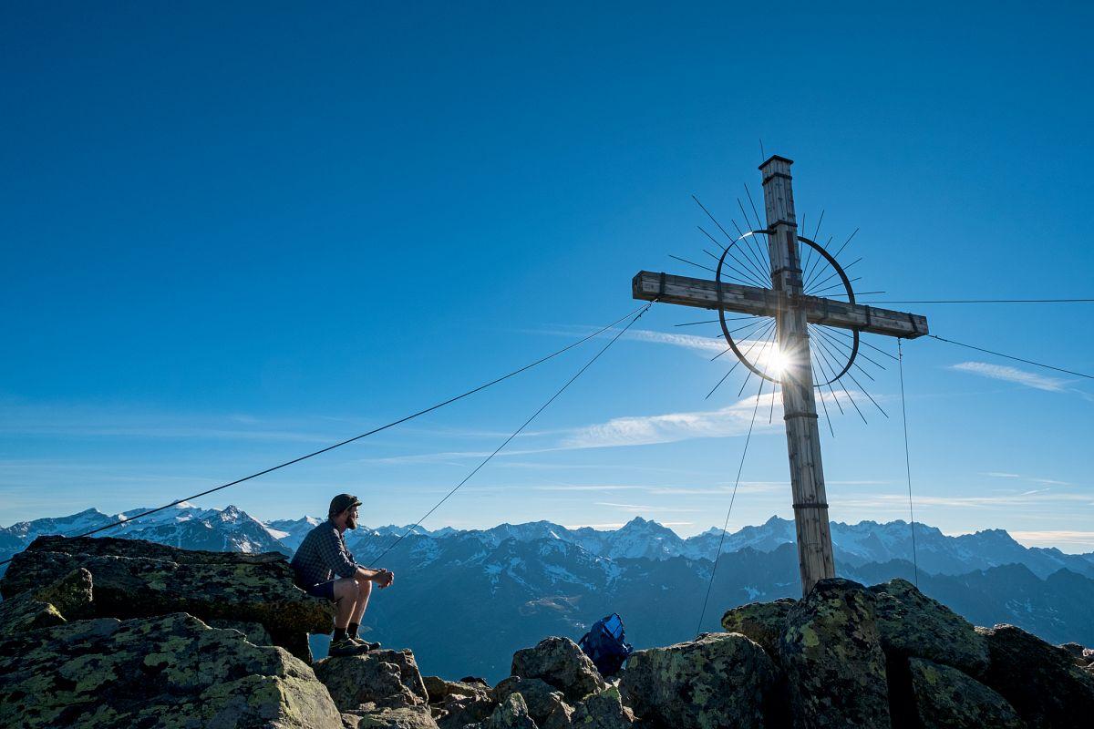 Wer sich am Gipfel des Söldenkogel die Zeit nimmt, kann Dutzende großer Freitausender bestaunen © Bernd Ritschel