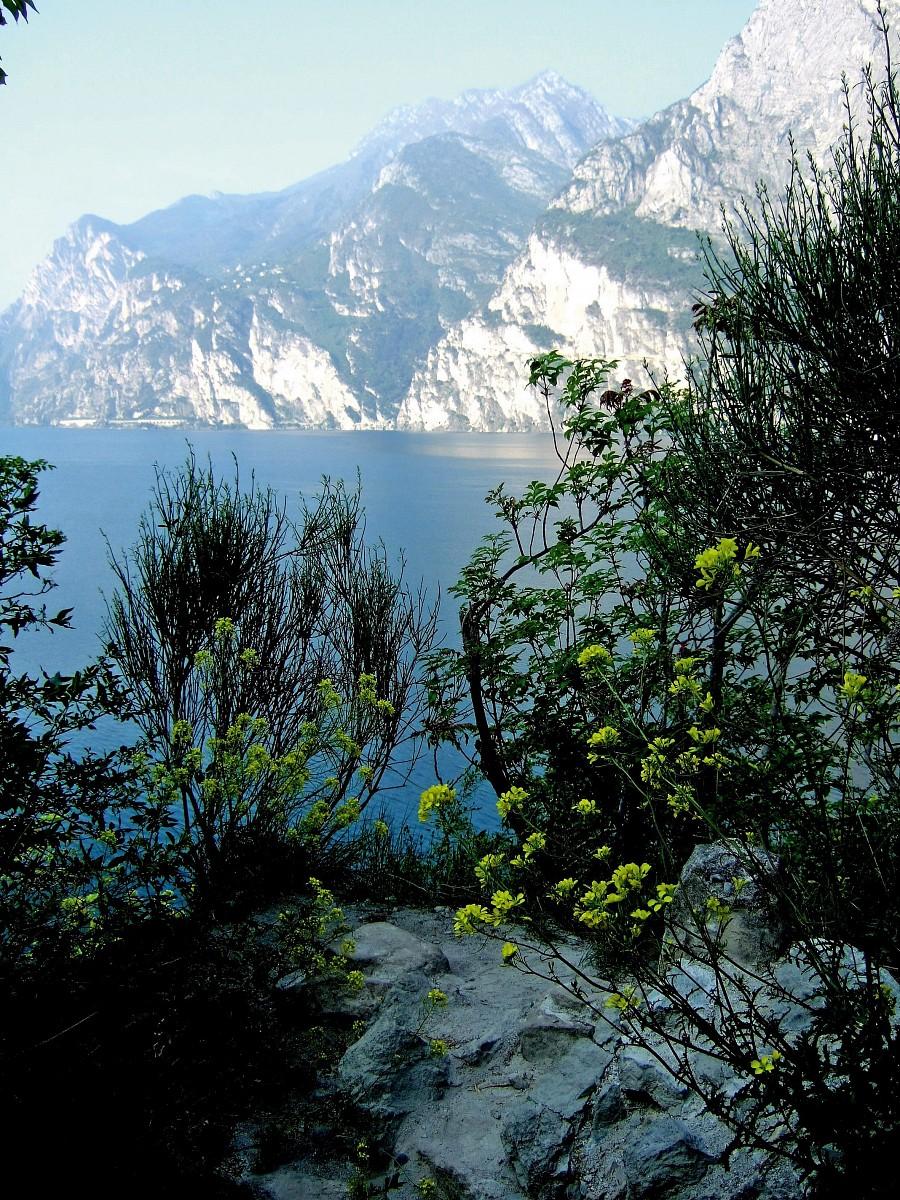 Blick vom Monte Brione zum Gardasee © Konrad Lechner