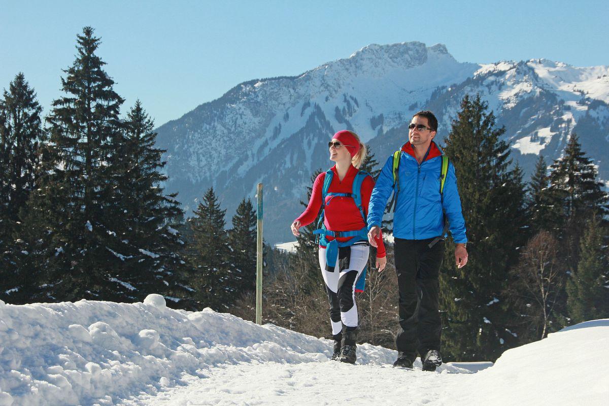 Natur genießen auf den zahlreichen präparierten Winterwanderwegen © Naturparkregion Reutte, Gerhard Eisenschink