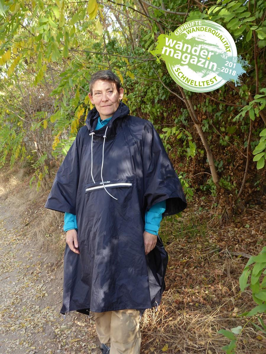 Das Adventure Cape als Regenponcho @ U. Poller / W. Todt