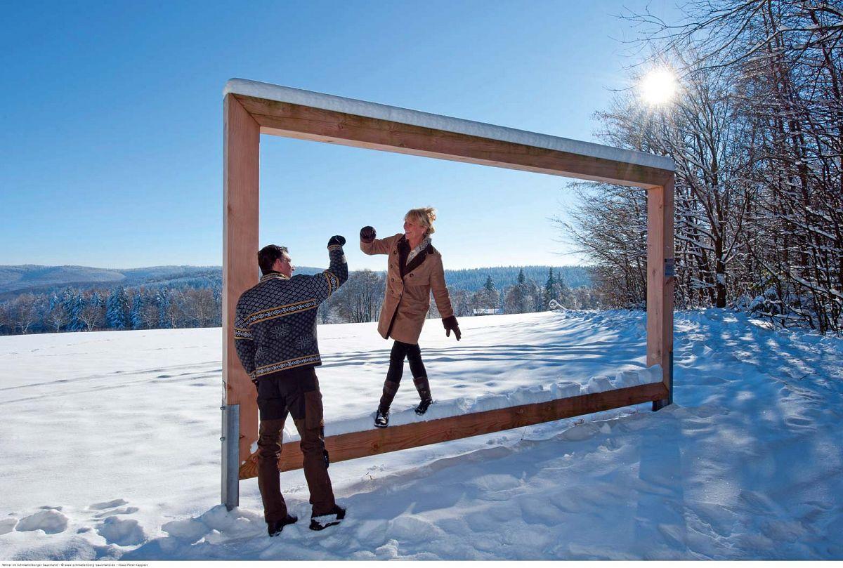 An Panorama-Rahmen, wie diesem in Jagdhaus, bietet sich ein besonders schöner Blick in die verschneite Landschaft © Schmallenberger Sauerland, Klaus-Peter Kappest