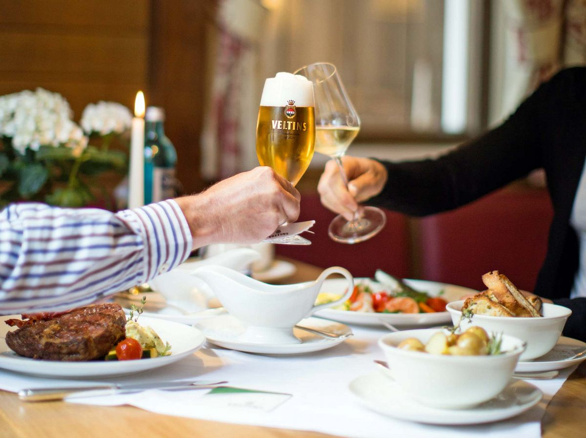 Frische Luft macht hungrig und durstig. Freuen Sie sich auf das kulinarische Angebot der Restaurants und Hotels! © Schmallenberger Sauerland, Sabrinity (Sabrina Voss)