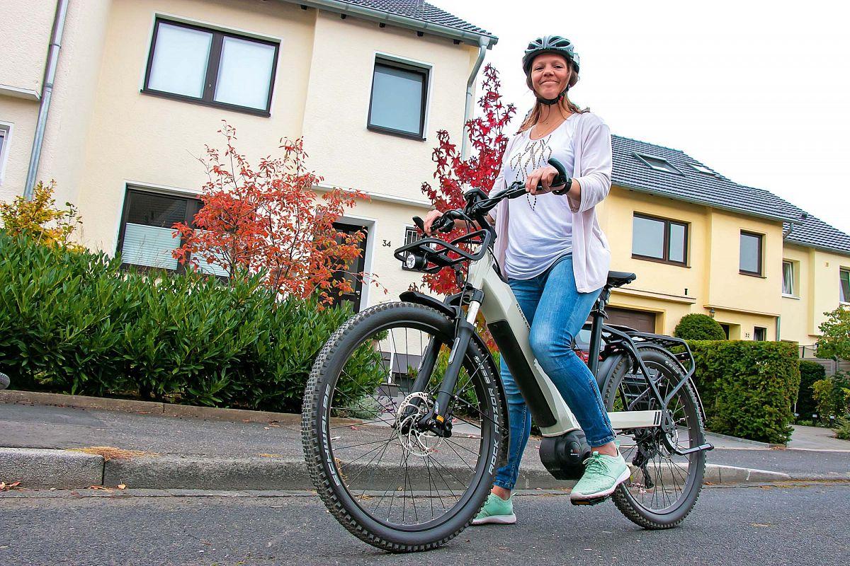Judith Schäfer ist Projektleiterinbei der e-motion e-Bike Fachhandelsgruppe.E-motion betreibtüber 50 e-Bike Shops in Deutschland,Österreich und der Schweiz.www.emotion-technologies.de