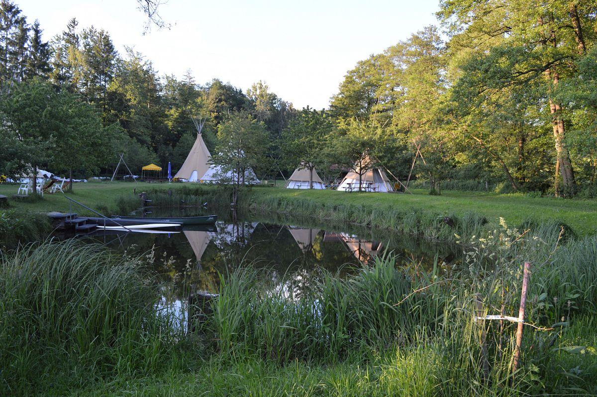 Im Tipi-Dorf in Poppenhausen kann man auch gleich seine Indianer Ausbildung machen. © Sabine Pries
