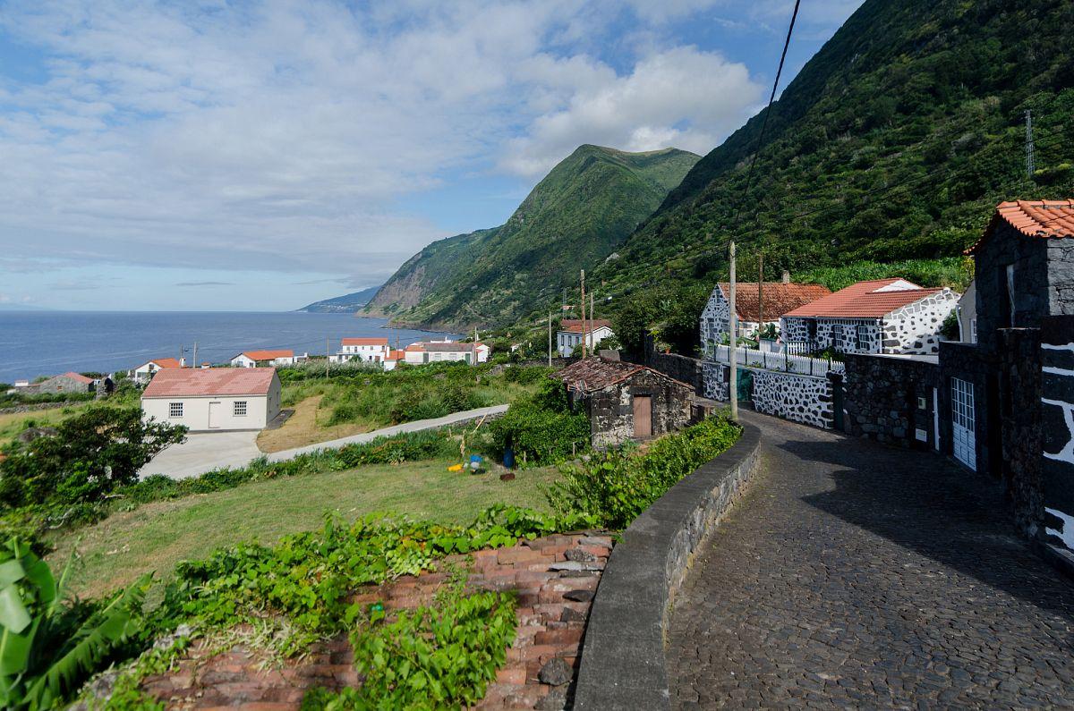 Die langgestreckte Faja de Sao Joao auf der Insel Sao Jorge © picotours
