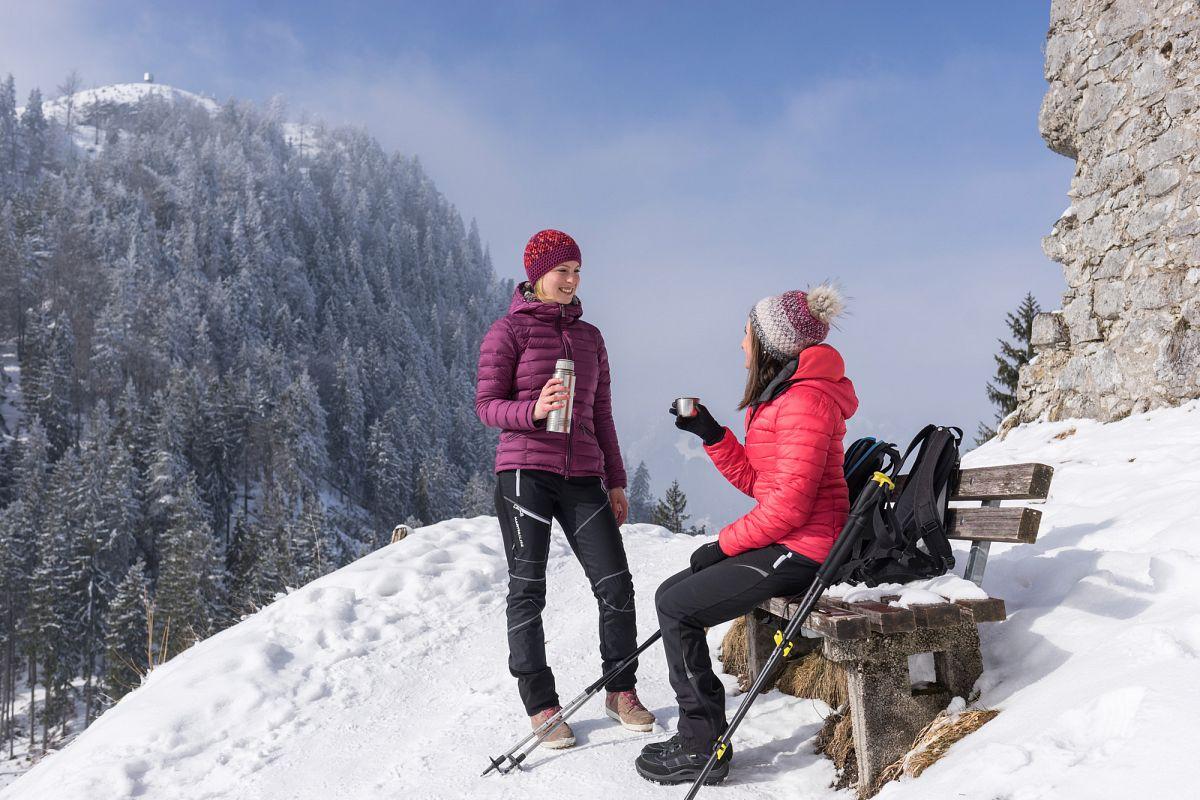 Winterliche Rast an der Ruine Ehrenberg © Tirol Werbung, Peter Neusser