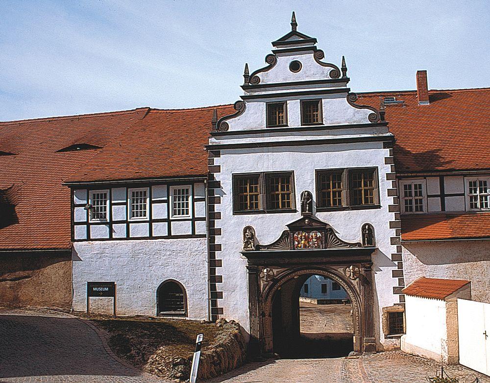 Das Eingangsportal von Schloss Lauenstein.