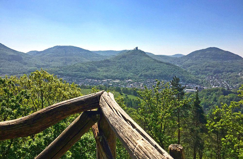 Aussicht auf die Burg Trifels vom Krappenfelsen © Verein-SÜW-Annweiler