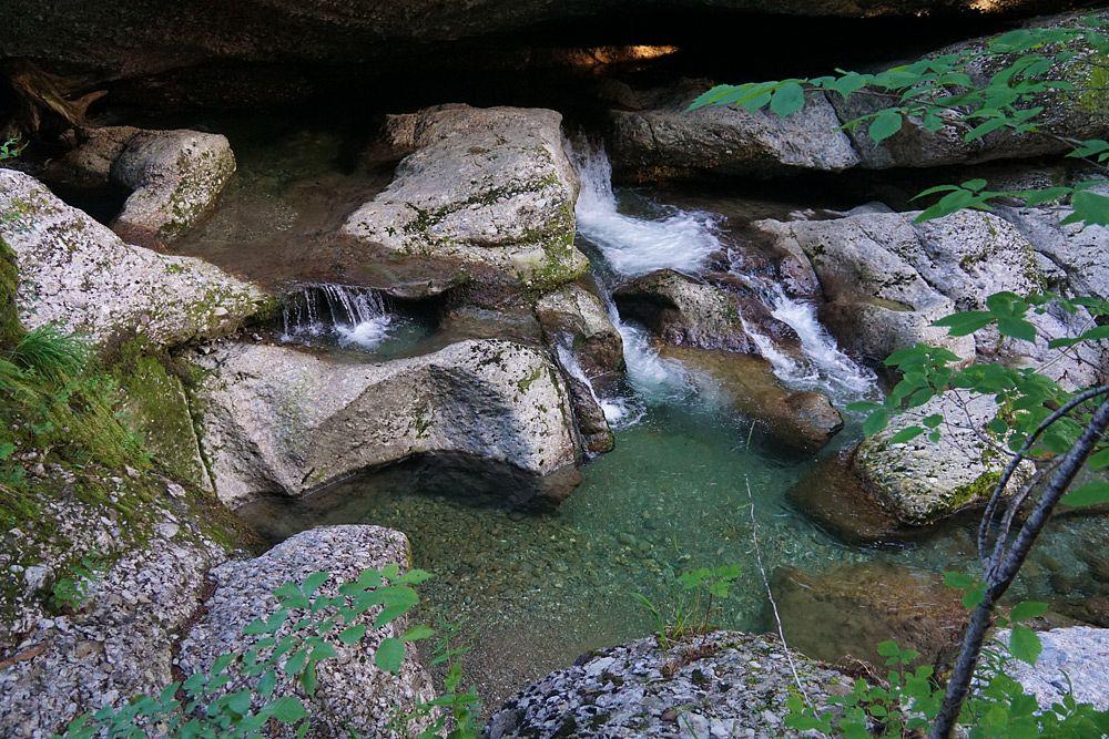 Das Wasser spült in zahlreiche sogenannte Gumpen © Tourist-Info Blaichach