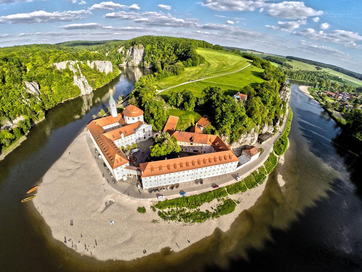 Kloster Weltenburg am Donaudurchbruch © Tourismusverband im Landkreis Kelheim e.V., Fotograf flymovies.de
