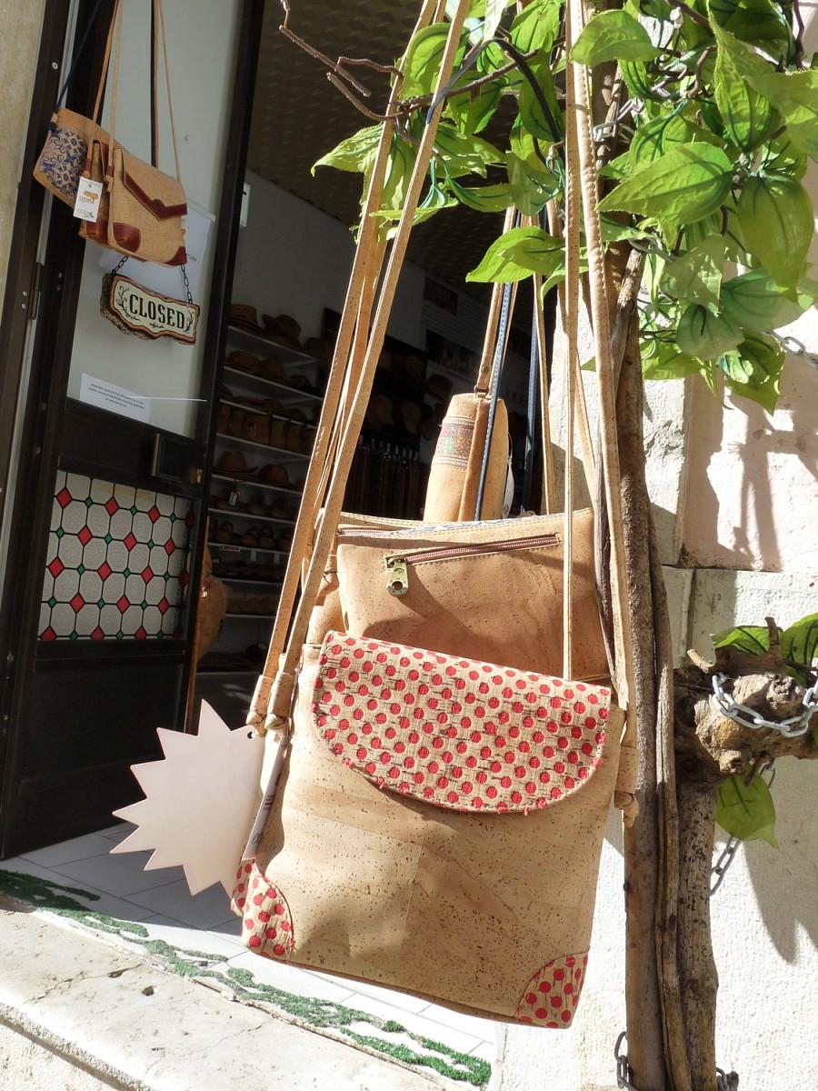 Korktaschen in einem Geschäft in Monchique