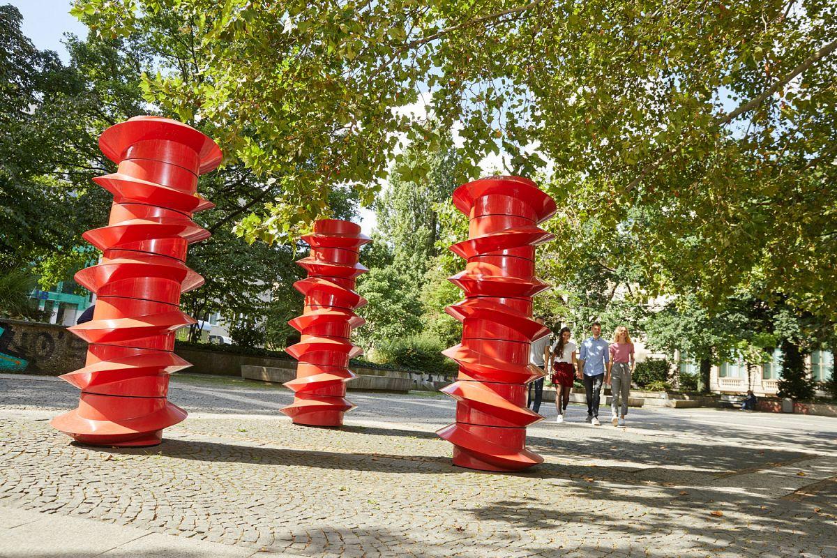 Kunst im öffentlichen Raum: Drehbare Schrauben © Christian Wyrwa