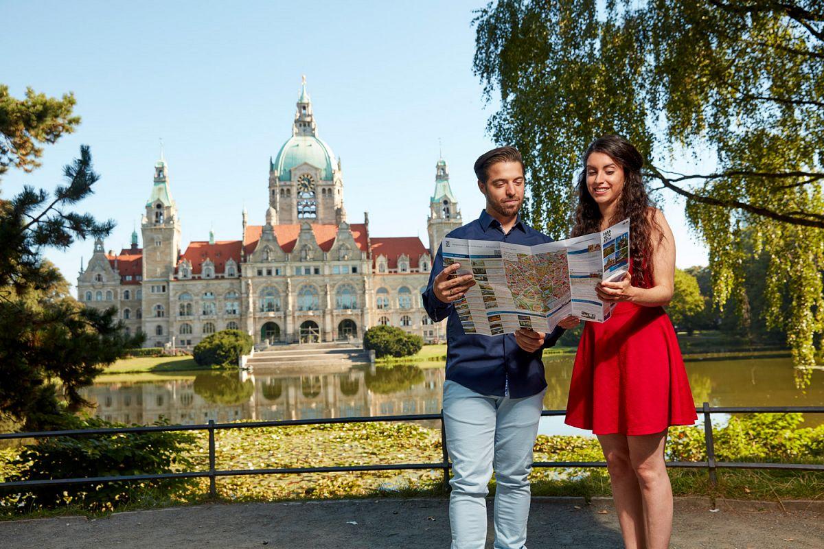Hannover entdecken, u. a. das Neue Rathaus © Christian Wyrwa