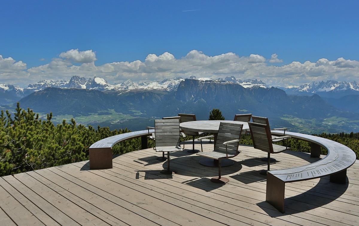 Aussichtsplatform auf der Schwarzseespitze am Rittner Horn ©AdobeStock