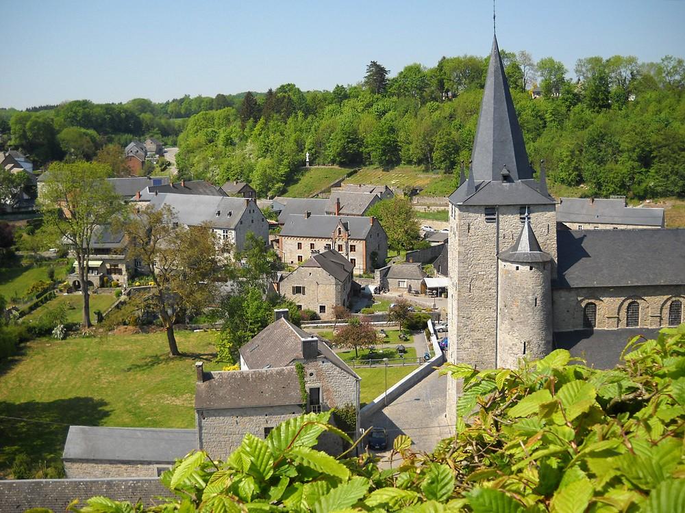Einblick in das Dorf Celles © Mark Rossignol