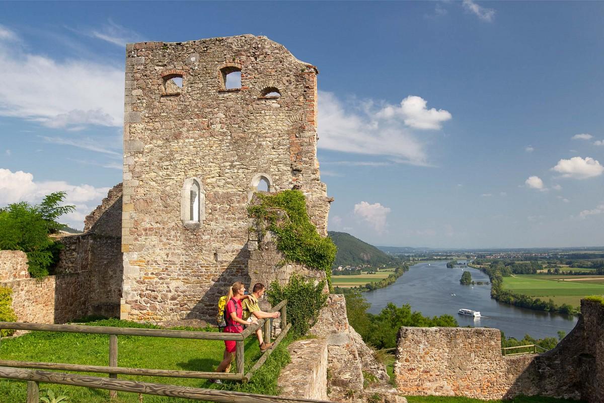 Blick über das Donautal von der Burgruine Donaustauf © Stefan Gruber